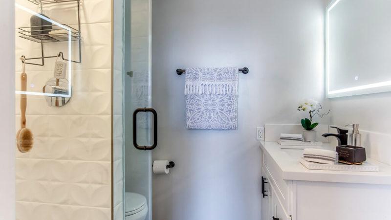 21-Doehny706-bathroom