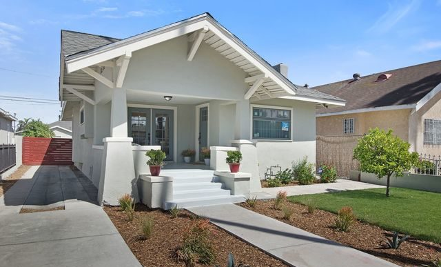 Craftsman-Inspired California Bungalow
